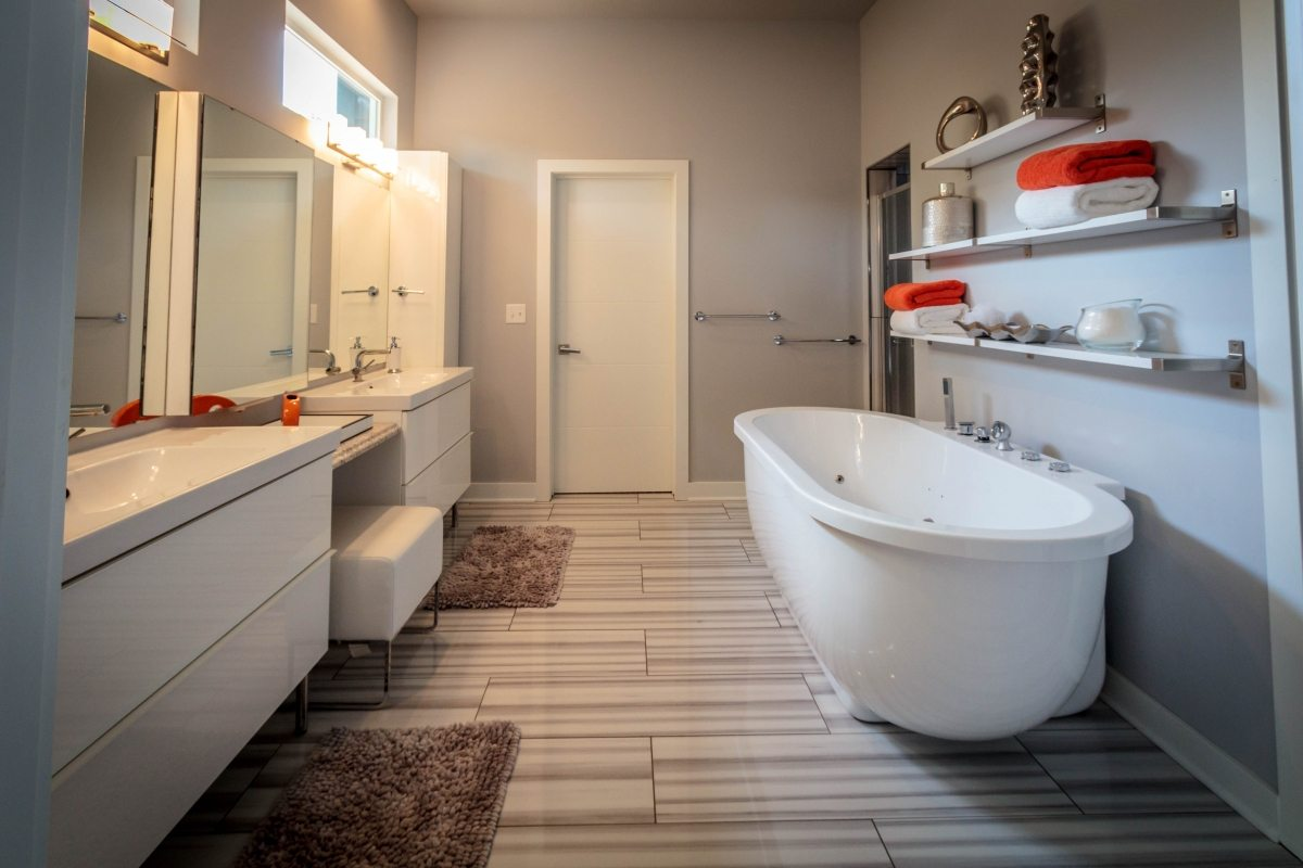 Kansas City Contemporary Bath